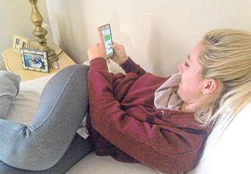 Sarah Squires passe entre 5 et 6 heures par jour à utiliser son téléphone.