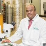 Suresh Neethirajan, professeur de génie à l'Université de Guelph et directeur du laboratoire BioNano.