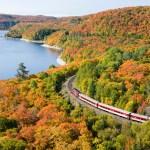 Le train qui parcourt le canyon d'Agawa dans la région de Sault-Sainte-Marie.