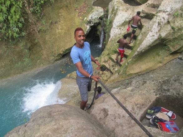 Descente vers le 3e bassin bleu de Jacmel.