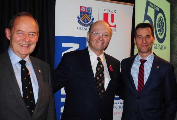 Stanislav Kirschbaum, directeur du département d'Études internationales à Glendon, l'ex-homme politique Hugh Segal et Donald Ipperciel, principal de Glendon.