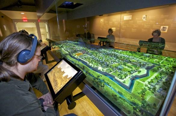 La maquette interactive du Montréal d'origine est impressionnante.