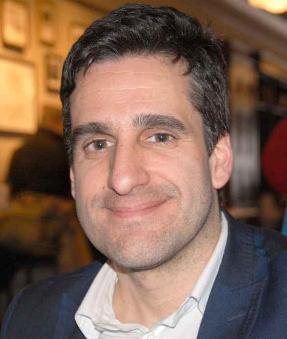 Yan Chantrel en entrevue à L'Express dans un café de Toronto.