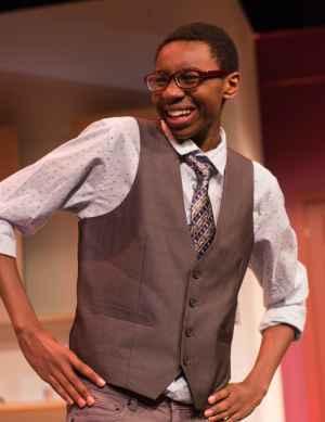 Le Théâtre Étienne-Brûlé monte la comédie «Jeune femme cherche homme désespérément»: deux filles et cinq gars sur scène. (Photo: Sankunba Fadiga)