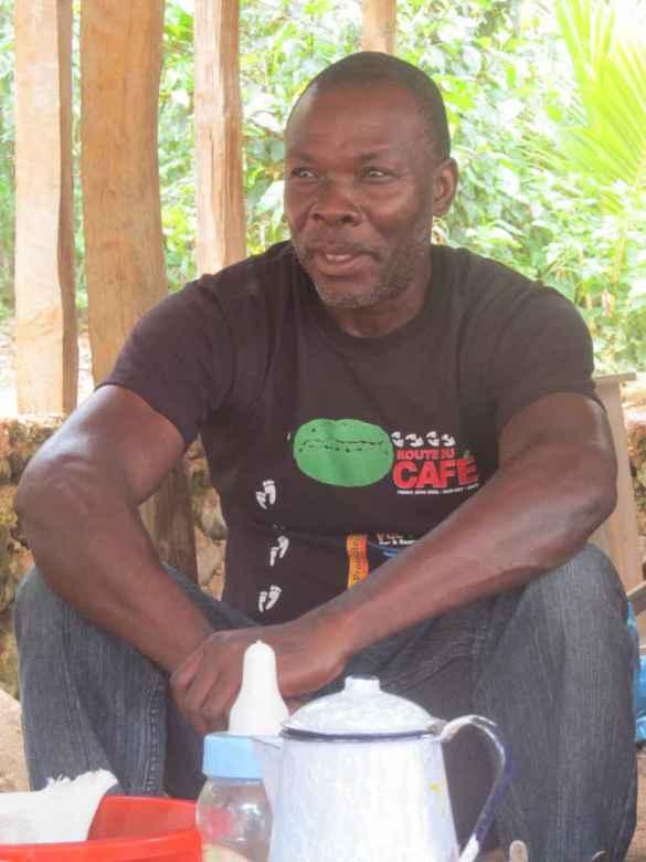 Yssonne Douce, président de l'association des planteurs de café de Fonds Jean-Noël.