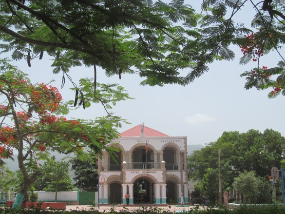La mairie de Jacmel dans le centre historique.