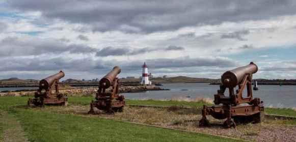 Des canons près du port. (Photo: Odile Collet)