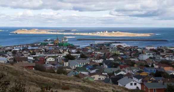 L'île aux Marins en face de Saint-Pierre. (Photo: Odile Collet)