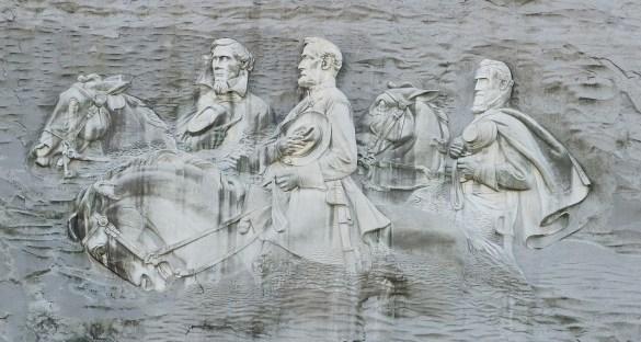 Gravé dans la montagne près d'Atlanta, en Géorgie: le mémorial au président confédéré Jefferson Davis, au général Robert E. Lee, et au lieutenant-général Thomas Jackson.
