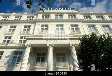 hotels of disneyland at christmas half-day tour - disney tourist ... - Herrenhaus 12 Jahrhundert Modernen Hotel