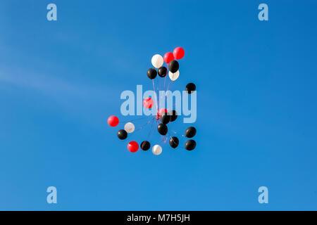 Black balloons floating Stock Photo 279907394 - Alamy