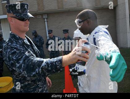 US Navy Master-at-Arms 2nd Class Jason Qualls, assigned to the - us navy master at arms