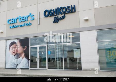 Ein Logo Zeichen außerhalb von Carters, Inc und OshKosh B\u0027Gosh - carters inc
