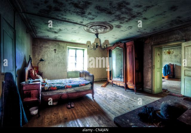 Black Mold Under Wallpaper Dilapidated House Interior Stock Photos Amp Dilapidated