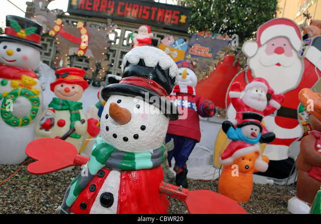 Christmas Decorations In Suburban House Stock Photos \ Christmas - plastic christmas decorations