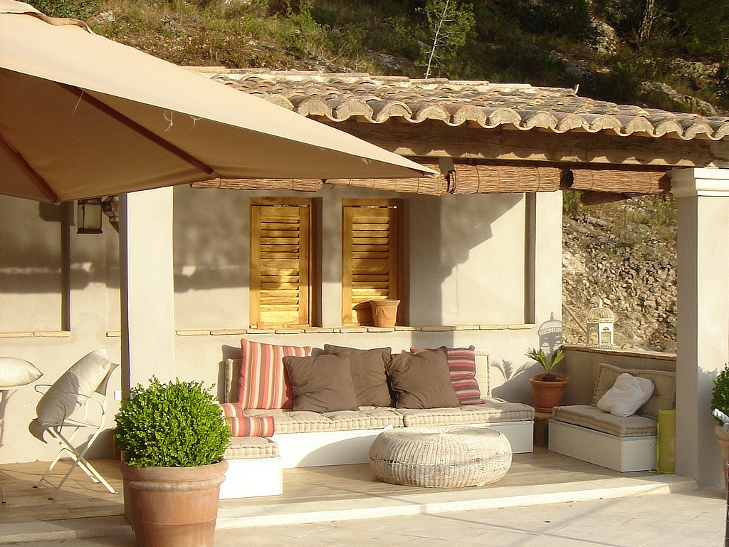 Deco Pool House Locations Vacances En Provence La Bastide Blanche