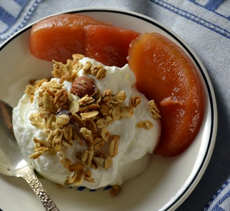 poached-quince-with-fresh-yougurt