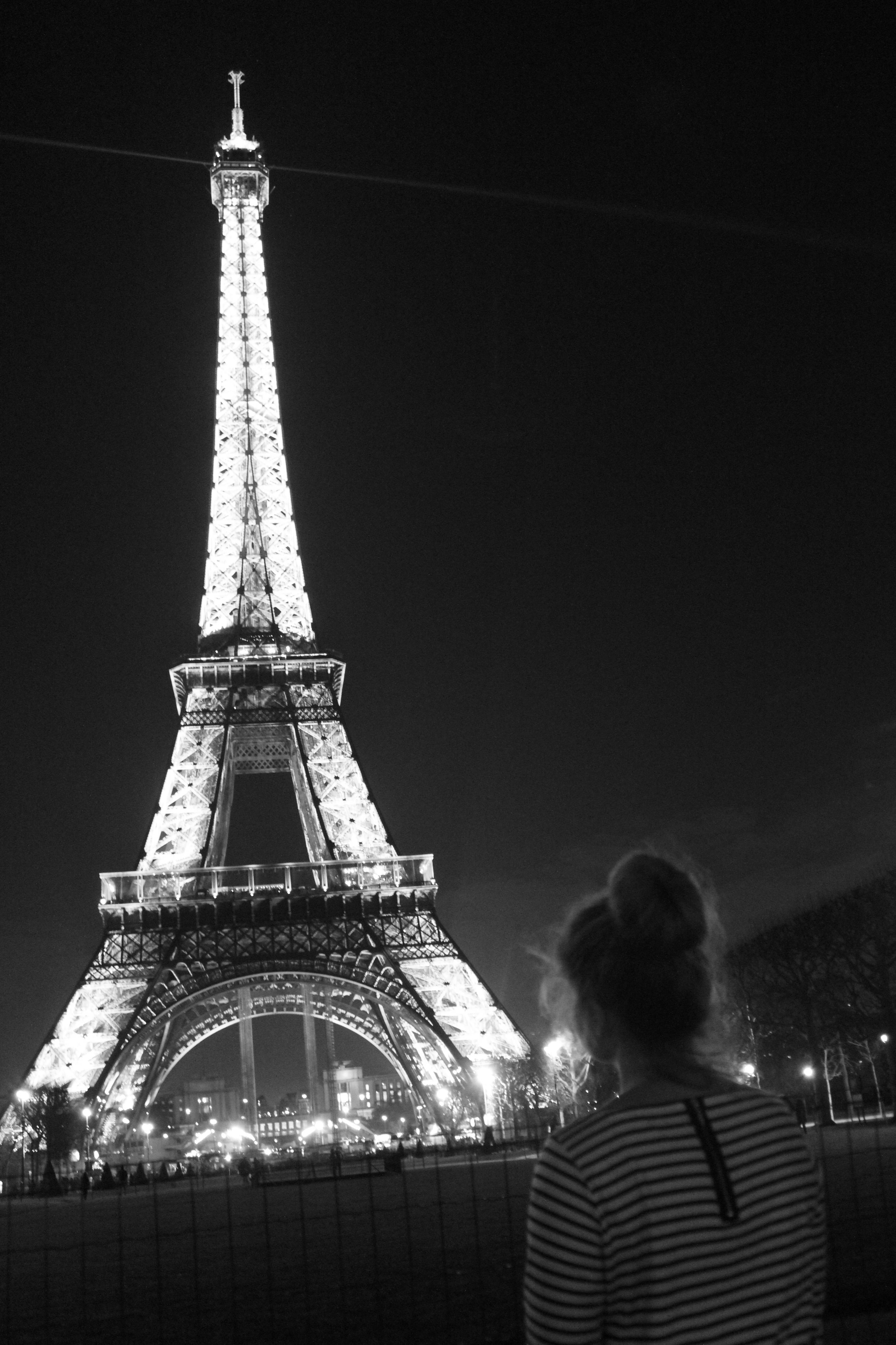 Girl Kissing A Other Girl Wallpaper J Aime Paris