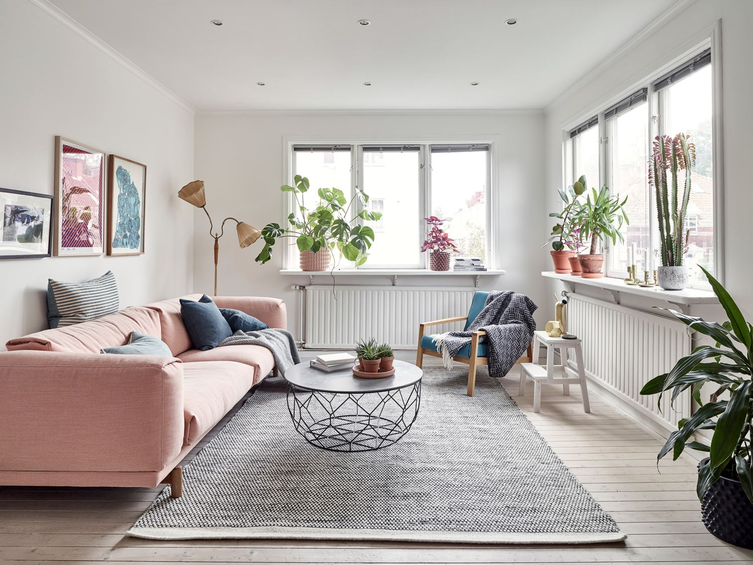 Palettes Décoration Metal Pink And Blue Palette In A Scandinavian Decoration La