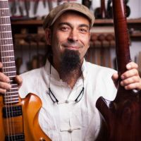 Le voyage du luthier Adriano Sergio vers le Holy Grail Guitar Show