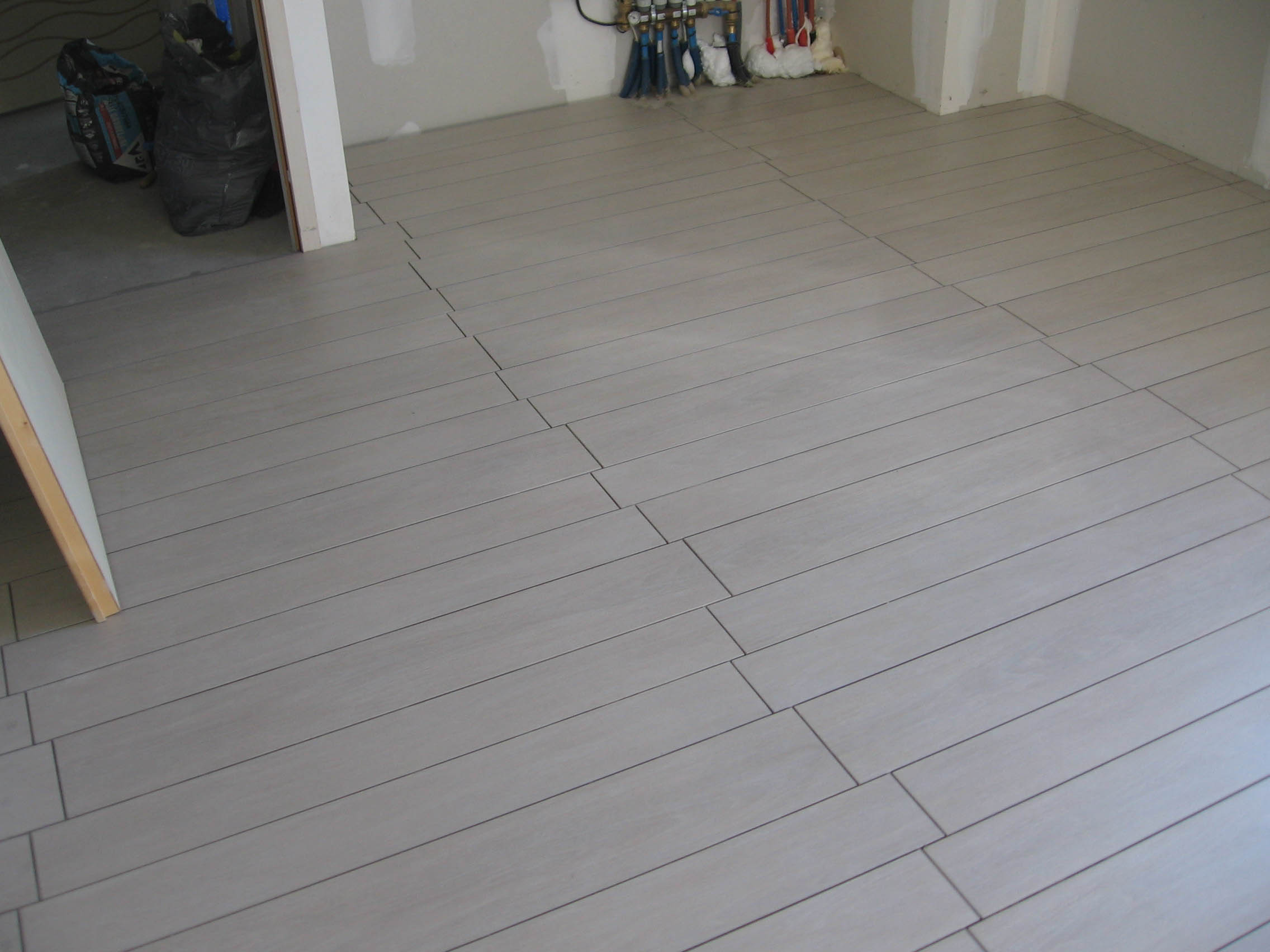 Coller Lambris Pvc Sur Carrelage Carrelage Imitation Parquet La Construction De Fortitou