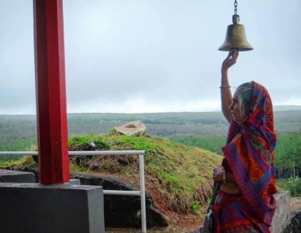 Grand Bassin, tocando la campana