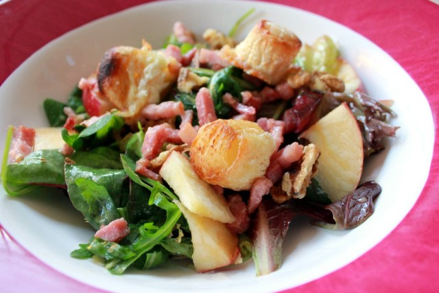 Salad with apple chevre and walnuts