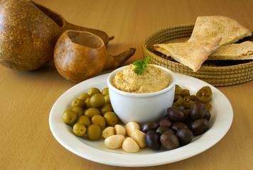 hummus-olives-120712