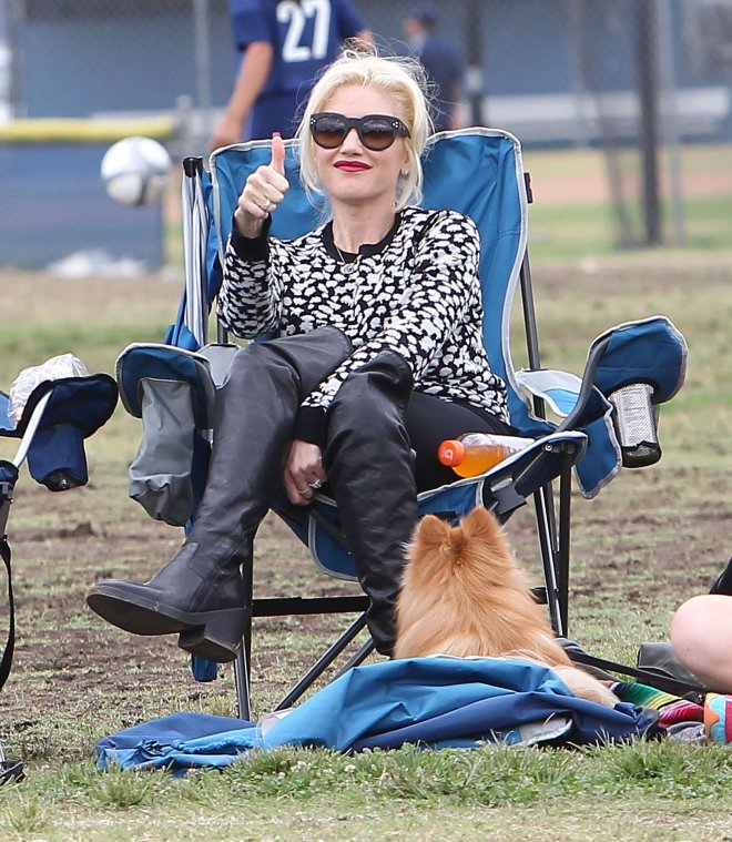 Back-September-Gwen-sat-stylishly-sidelines-watch-her