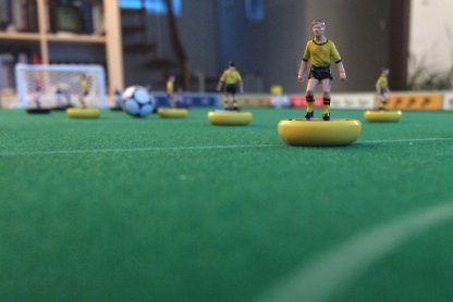 I think Zeugo players are a good choice for Subbuteo beginners: They are rather cheap and glide quite well.