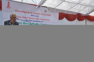 H S Sing is addressing punj darya conference