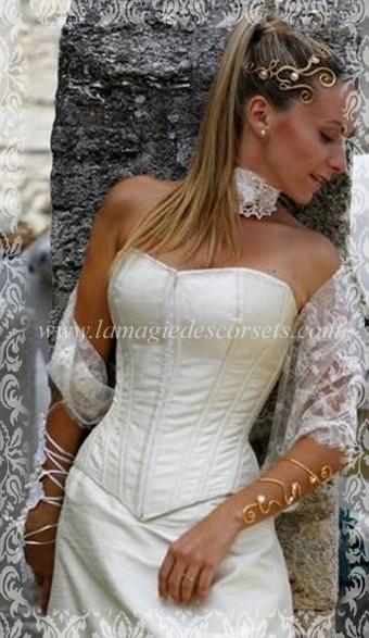 corset-mariee-en-soie-ivoire-olwenn