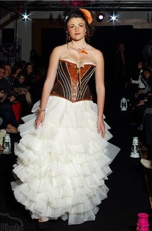 robe-de-mariee-corset-cuir-marron-viellit-jupe-tulle