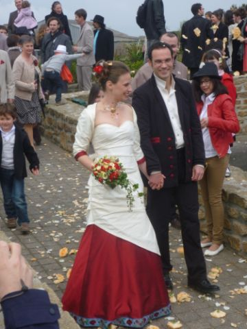 robe-de-mariee-corset-drape-celtique-jupe-drapee-rouge-ivoire