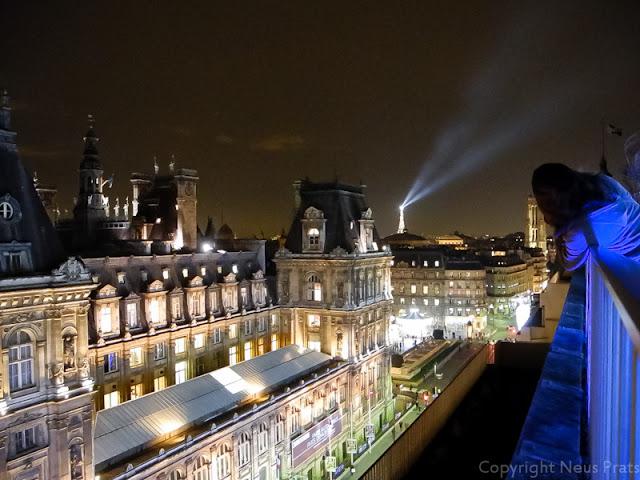 Par s vestit de nadal i l institut du monde arabe rue for Hotel de paris barcelona