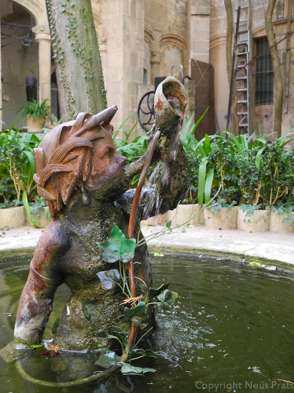 Detalle en el patio del Palau del Rei Sanç.