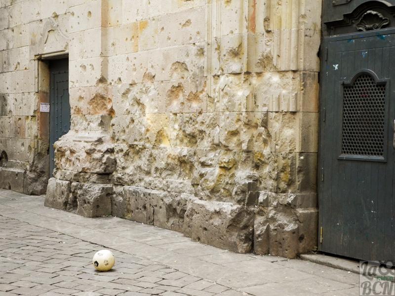 Plaça Sant Felip Neri, un lloc on les pedres parlen.