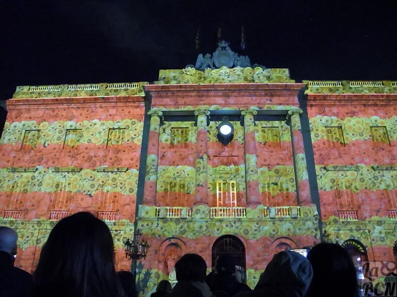 LLumBcn dins les Festes de Santa Eulàlia. Mapping a la façana de l'Ajuntament