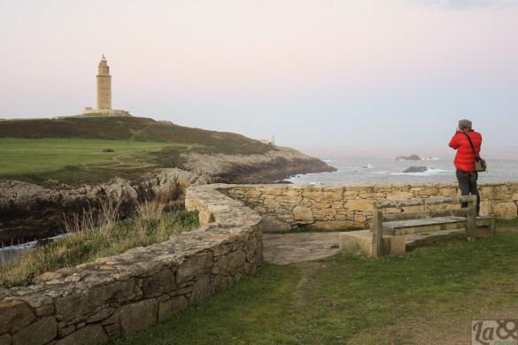 José Luis inspirado por la fuerza del mar y las leyendas del lugar