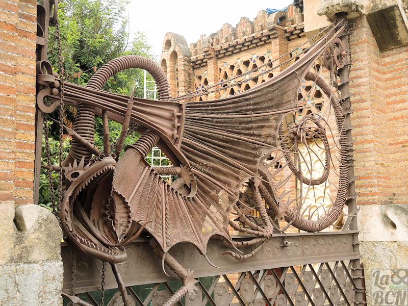 Porta diseny d'Antoni Gaudí