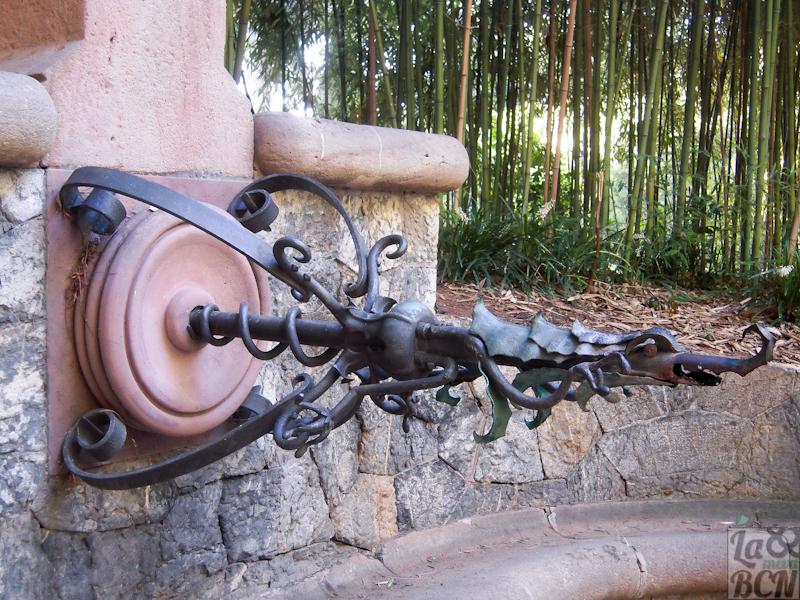 Font d'Heracles, disseny de Gaudí