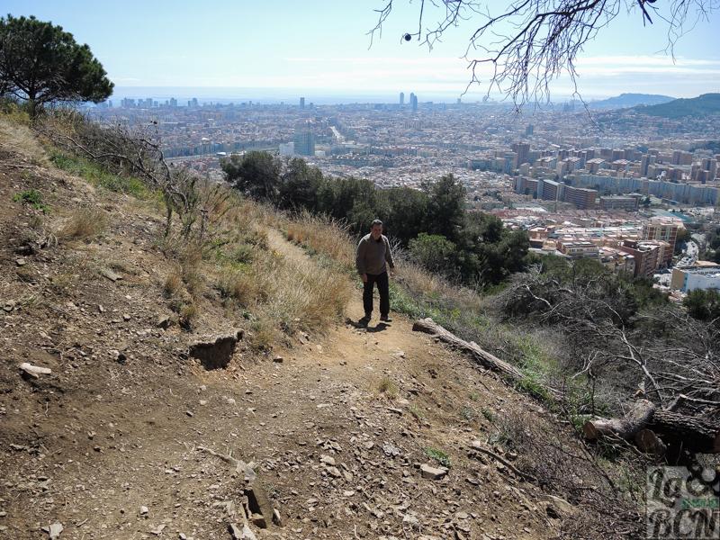 Con la sensación de estar en la montaña y tener la ciudad a nuestros pies.