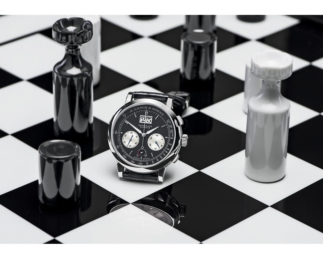 Datograph – black & white