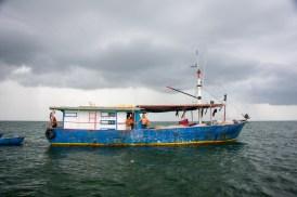 fiskerbåden, hvor vi byttede en flaske rom til 4 hummer
