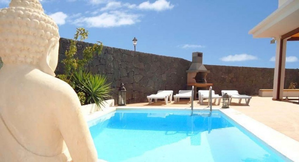 Semi Detached 3 Bedroom 2 Bathroom Villa With Private Pool And Sea   Bereich  2 Badezimmer