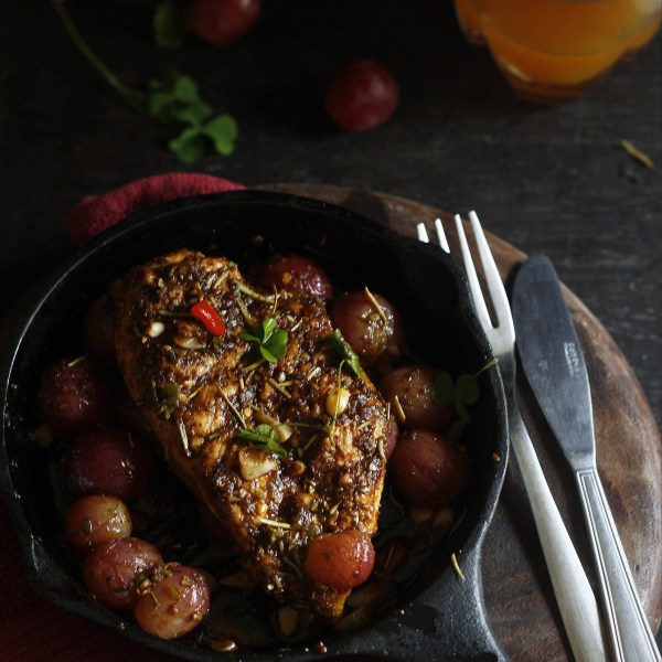 Grilled chicken with red grapes