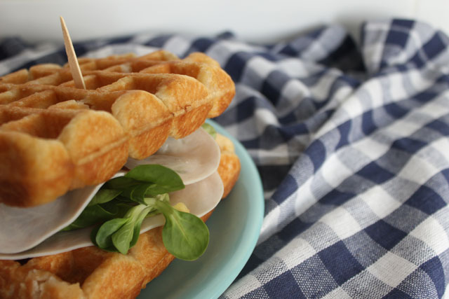 sandwiche-gofre-salado
