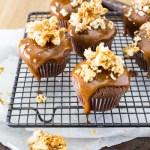 cupcakes au chocolat coulis de caramel epicé et pop corn
