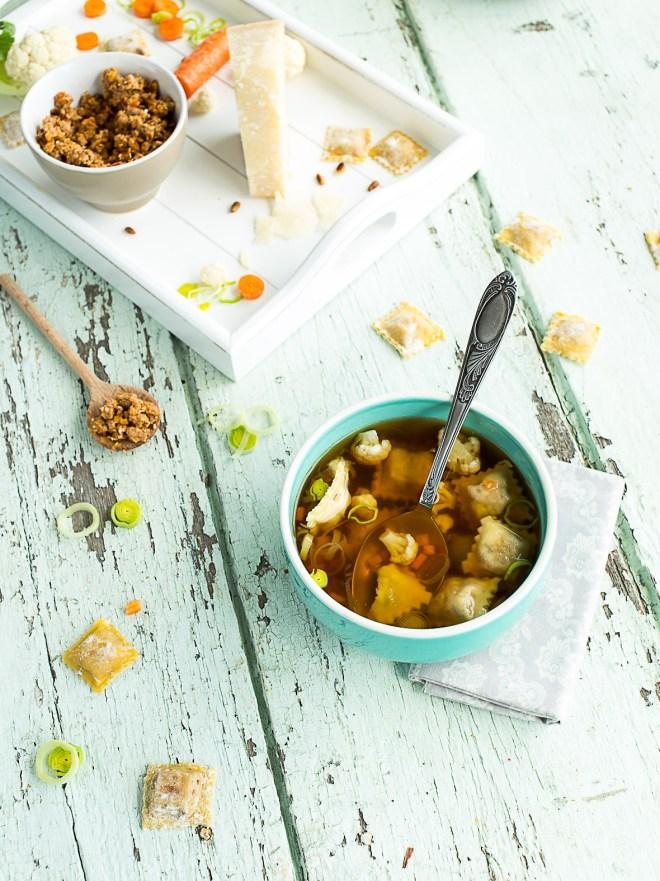 ravioles de canard et bouillon de legumes d'hiver