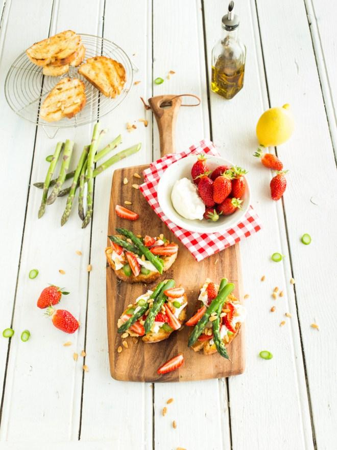 bruscheta fraise mozza asperges